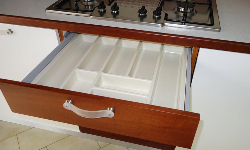 Svendita cucina legno ciliegio e laccato. | Cucine Bucolo